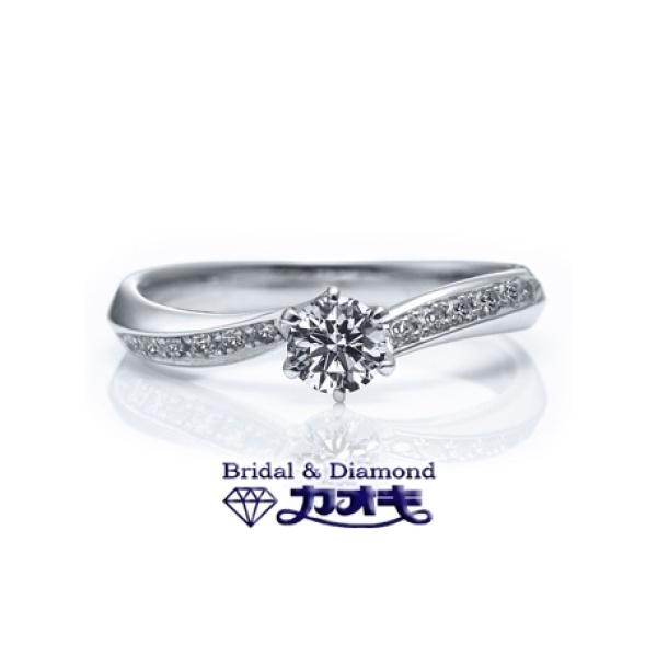 【カオキ ダイヤモンド専門卸直営店】エッジを効かせた、動きのあるデザインでスッキリした印象にの大人リング。