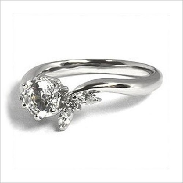 【WATANABE / 卸商社直営 渡辺】[WATANABE]花嫁の指元を彩るコサージュの様な可憐なデザイン
