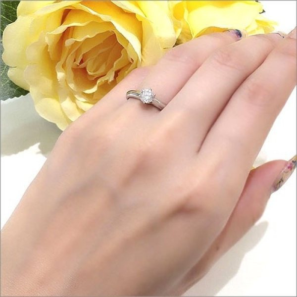 【WATANABE / 卸商社直営 渡辺】[WATANABE]ダイヤモンドの為のデザイン。ダイヤの魅力が一番に引き出される