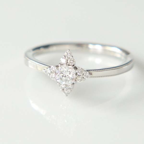 【Fuligoshed(フーリゴシェド)】フランダースカットダイヤモンド  Lily style ring