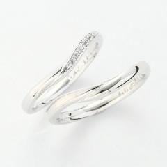 【パルテ熊本】柔らかなカーブが指をキレイに見せるリング○*。中央へ流れ込む6石のメレダイヤ*。