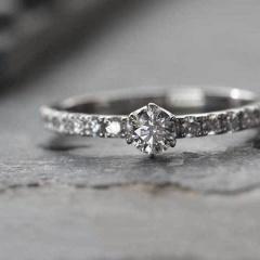 【uchimari(ウチマリ)】ダイヤを贅沢に並べたエンゲージリング