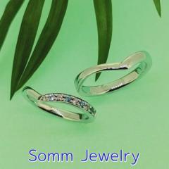 【SommJewelry(ソムジュエリー)】Vライン重なりダイヤモンドリング(男性用オプションなし)