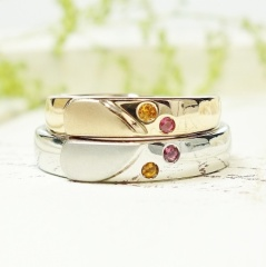 【ATELIER Hu・lala(アトリエ・ウララ)】【二人で手作り結婚指輪】ハートと二人の誕生石で肉球を可愛く表現