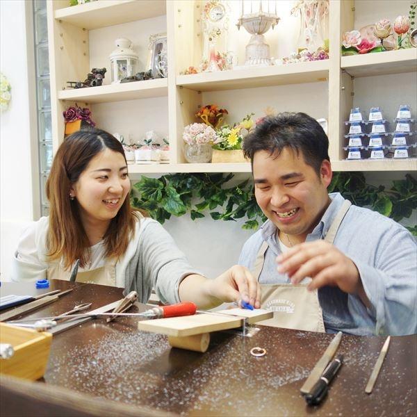 【ATELIER Hu・lala(アトリエ・ウララ)】【二人で手作り結婚指輪】パティシエのお二人が制作した『結び』マリッジリング☆