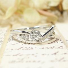 【ATELIER Hu・lala(アトリエ・ウララ)】【8の字ひねりの婚約指輪】アームがクロスしたアバンギャルドなリング★