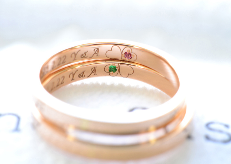 【湘南彫金工房 andfuse】【手作り結婚指輪当日コース】内側にクローバーの彫刻を入れた平打ちの誕生石入り結婚指輪
