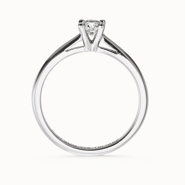 【acredo(アクレード)】美しいラウンドダイヤモンドの婚約指輪