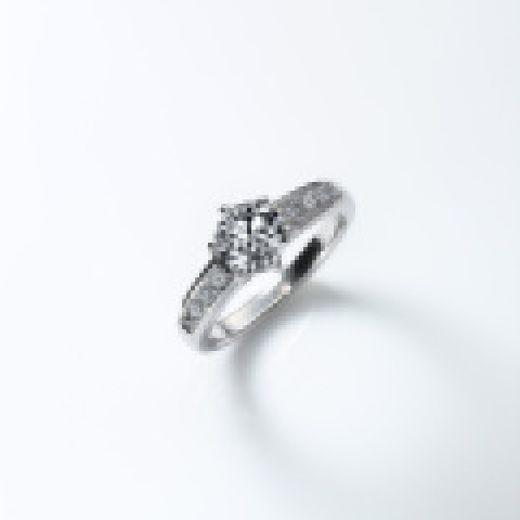 ★☆祖母から母へ、母から子へ☆★思い入れのあるダイヤモンドをエンゲージリングに★リフォーム代5000円割引☆