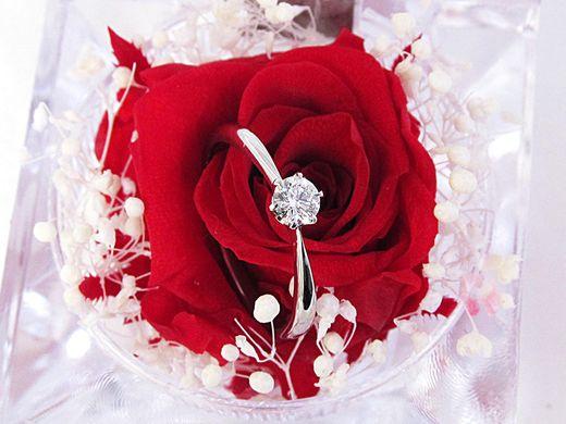 サプライズプロポーズで活躍!バラのリングケースをプレゼント!