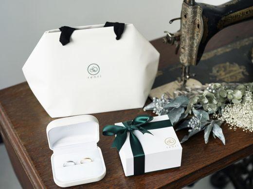 【想いを込めた指輪と共に】オリジナルケースと制作風景の写真のプレゼント