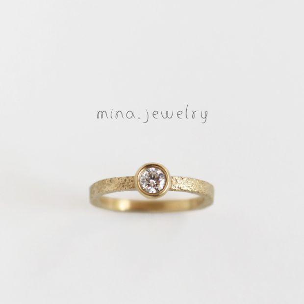 【mina.jewelry(ミナジュエリー)】カジュアルな雰囲気のエンゲージリング