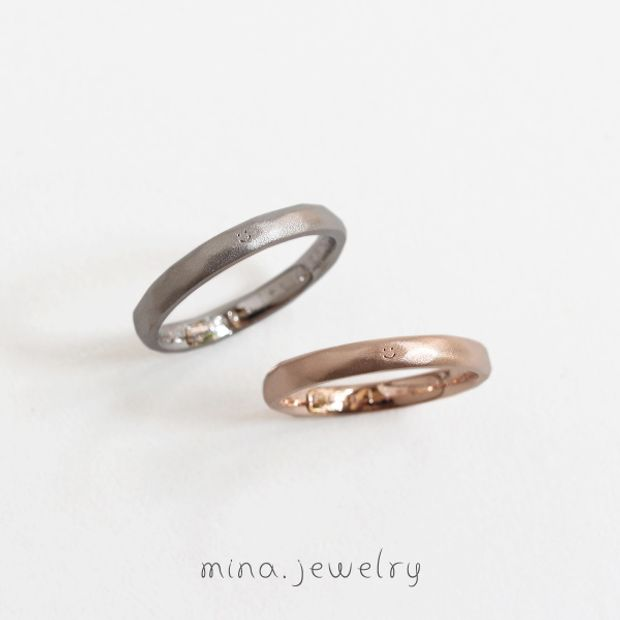 【mina.jewelry(ミナジュエリー)】外側に刻印を添えたマリッジリング