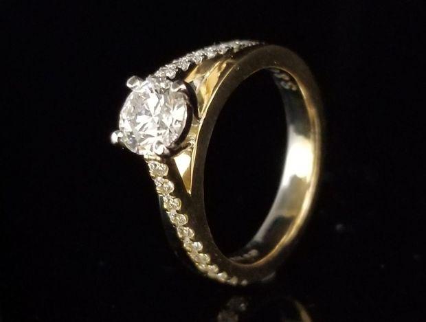 【TANZO(タンゾウ)】圧巻の輝きの婚約指輪