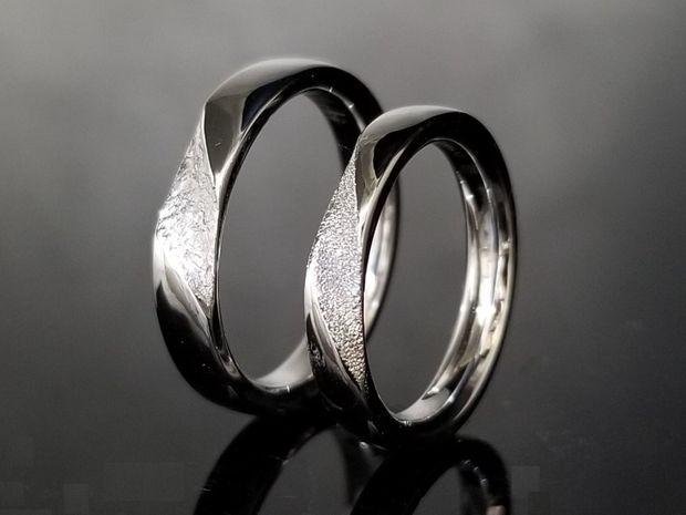 【TANZO(タンゾウ)】重厚な鍛造リングにえぐり加工でデザインをプラスした結婚指輪