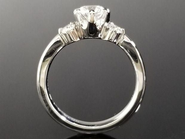 【TANZO(タンゾウ)】冠をイメージしたご婚約指輪