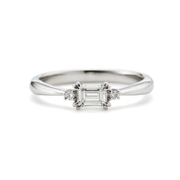 【ORECCHIO(オレッキオ)】<pipi~ピピ>PE-1406 中心に向かって絞られたアームと両サイドのメレダイヤで華やかな婚約指輪