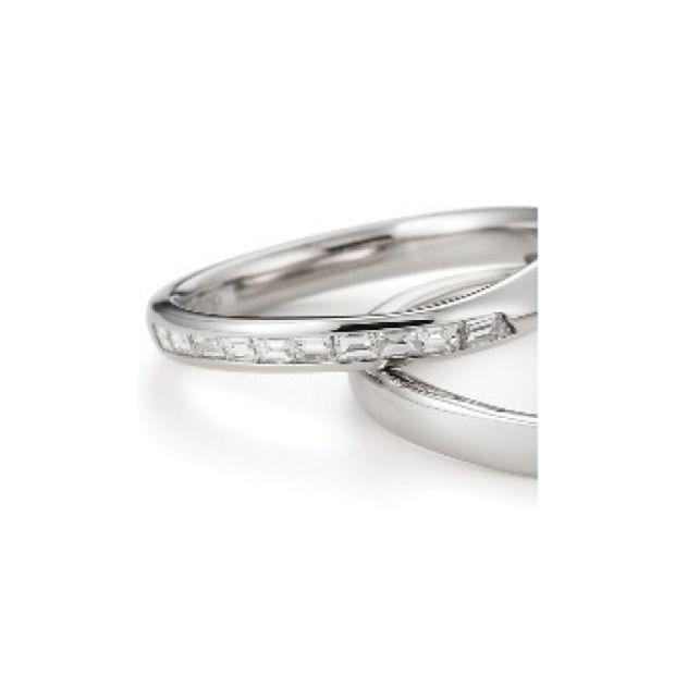 【ORECCHIO(オレッキオ)】ジャスミン~バゲットカットダイヤのシャープさと緩やかなカーブのデザインがおしゃれ