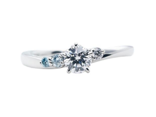 【Hamri(ハムリ)】ブルーダイヤモンドの婚約指輪