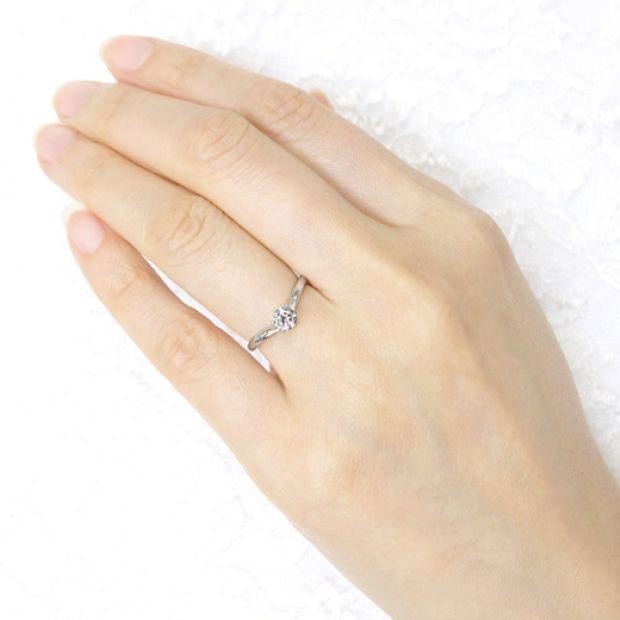 【宝寿堂(ほうじゅどう)】【宝寿堂】丸みのある柔らかなVラインの一粒ダイヤリング《NE3》