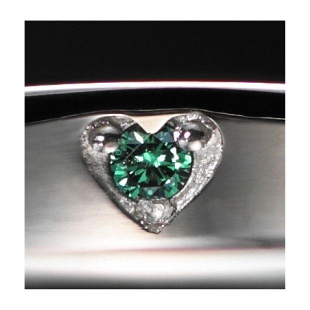 【カオキ ダイヤモンド専門卸直営店】節の様に配置されたダイヤモンドが引き立ちます【プチレーヴD】