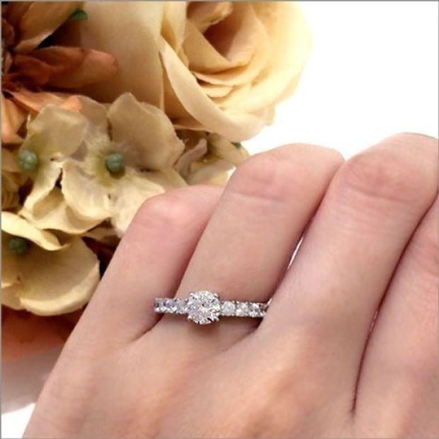 【WATANABE / 卸商社直営 渡辺】[WATANABE]大粒メレダイヤを使用した爪留めエタニティーで華やかさをアッ