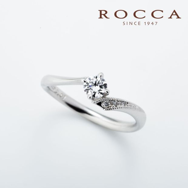 【ROCCA(ロッカ)】【ROCCA】さりげないミル打ちが可愛い!V字のシンプルエンゲージリング