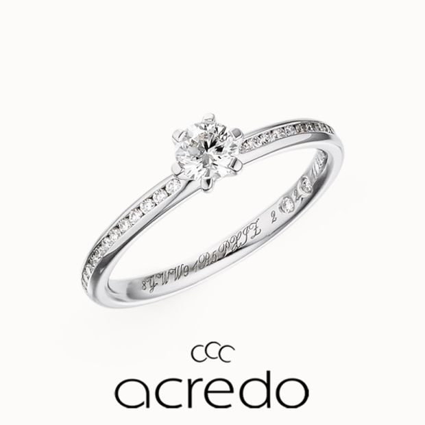 【acredo(アクレード)】サイドに敷き詰めたメレダイヤモンドのきらめきで、ゴージャス感高まるデザイン