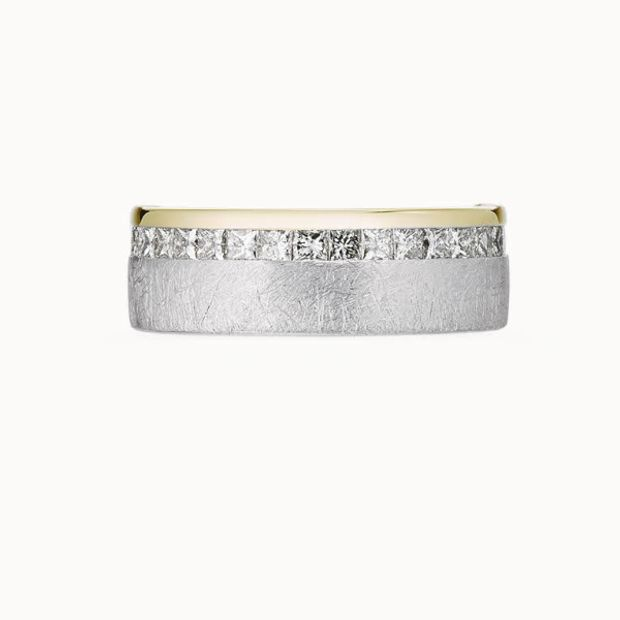 【acredo(アクレード)】【Halo/光輪】プリンセスカットのダイヤモンドが洗練された優美さを醸し出すエタニティリング