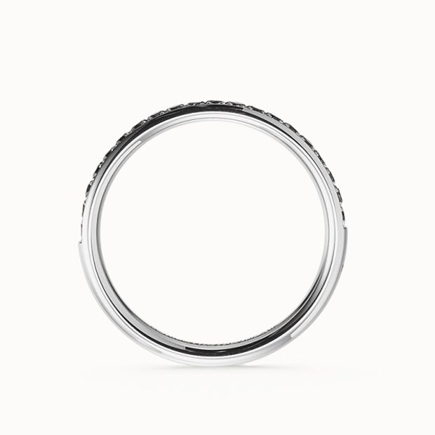 【acredo(アクレード)】自分たちらしい個性を求めるふたりが婚約指輪に選んだのは、漆黒に輝くブラックダイヤモンド