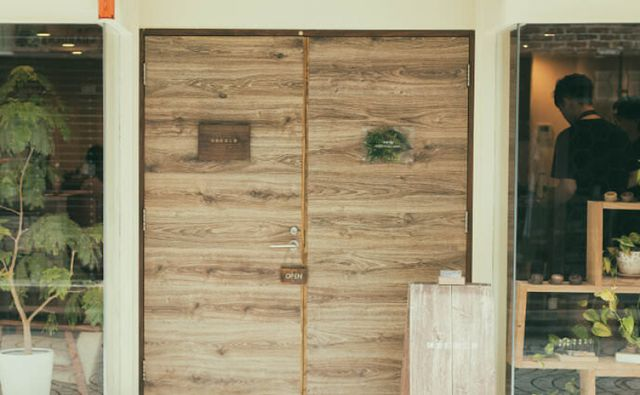 WEBサイトからご予約ください  鎌倉彫金工房は完全予約制となっております。 予約フォームまたはお電話にてご予約ください。 予約フォームはこちら https://reserve.kamakura-chokin.com/reserves/add