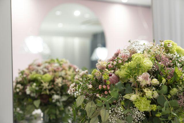 【お花・音楽・香りで心地よく】 季節のお花・香り・音楽など、五感で心地よい指輪選びをお楽しみください。