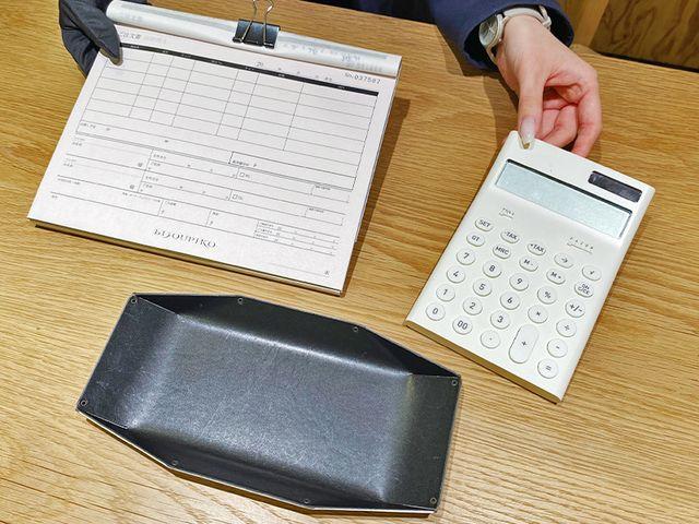 【お支払い】 全て決まったら支払いに移ります。 現金やカード、ショッピングクレジットローンもご用意しているので、高額の支払いもお客様に合わせて無理のないようにご提案致します。