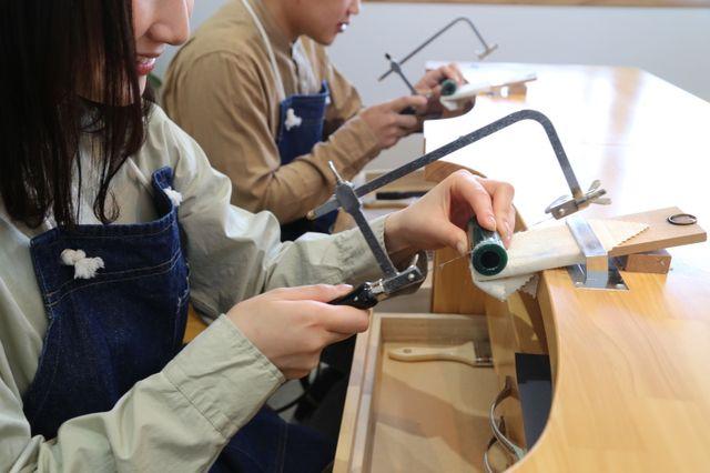 【Select①ワックス製作】※ふたりで手作り リングの原型となるワックスをやすりで削り、お互いのリングを製作して頂きます。 おふたりのリング製作の始まりの作業です。