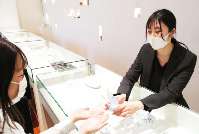 【コロナウイルス感染症対策】 店内に広域オゾン発生器(ウィルス減少値99.9%)を設置し、空気もリアルタイムで除菌しながら営業しております。ご来店いただいたお客様には、マスクの着用、検温、アルコール消毒をお願いしております。