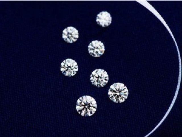 【婚約指輪】ブランドが提供するダイヤモンドをはじめ、価格と輝きにこだわり、ヤマトヤ独自の直輸入ルートで仕入れた「CoCoRo Diamond」もご用意。「トリプルエクセレント」の評価を得たダイヤモンドのみ並び、予算内でより高品質なものをお選びいただけます。