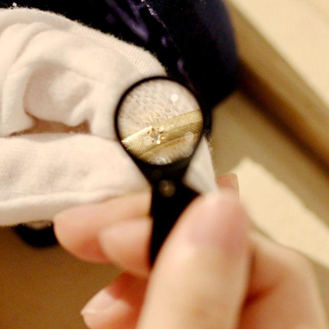 [アフターケア] 指輪の磨き直しクリーニング・サイズ調整(±2号以内)・変形調整・宝石の留め直し加工(宝石代は除く)は、回数や期限を設けずに末永く無償で対応いたします。修理に関しても、お見積もりの上で対応いたしますので、安心してご相談ください。