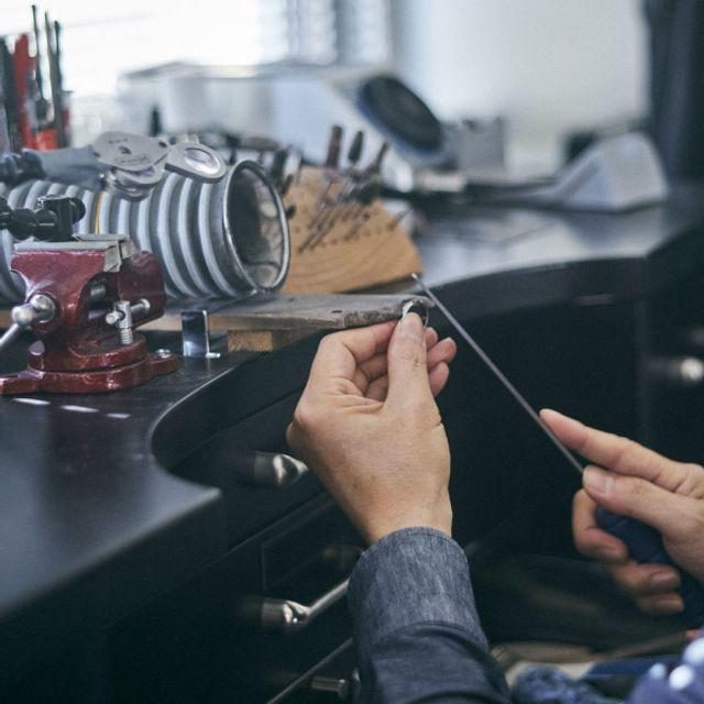 [正式オーダー/制作開始] お客様より正式オーダーをいただきましたら、指輪制作をスタートいたします。 ithの結婚指輪・婚約指輪は1点1点が受注生産のオーダーメイドにて、制作に2ヶ月〜お時間をいただきます。