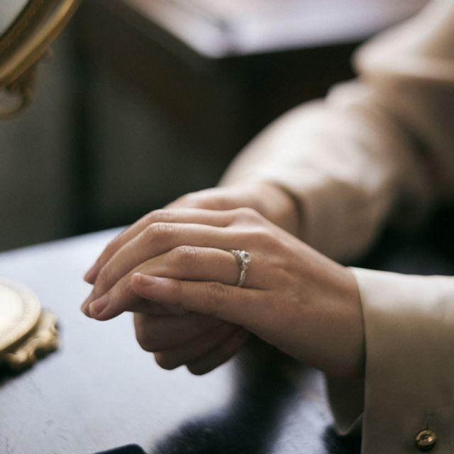 [ご納品] 指輪が完成ましたら、ついにご納品です。アトリエでのお引き渡し、もしくは宅配便でのお届けが可能です。指輪との初対面のひとときを、ぜひお楽しみに!