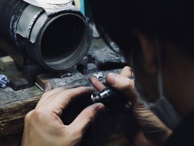 【指輪の製作】 お支払い後、指輪の製作へと進みます。 指輪の完成まで約1ヶ月半から2ヶ月程度のご納期を頂戴しております。