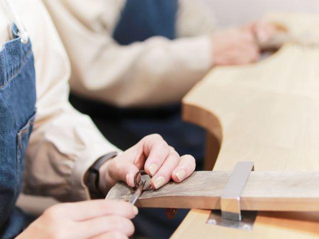 「指輪の制作」 作る指輪によっていろいろな工程を作業します。 難しい作業や苦手な作業はしっかりスタッフがサポートするのでご安心ください。  着け心地の良い指輪にするため、機能的な部分もしっかりと作業致します。