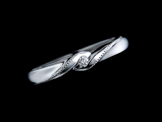 他店にない宝石のアクセント、ブラックダイヤモンドが気に入っています_429