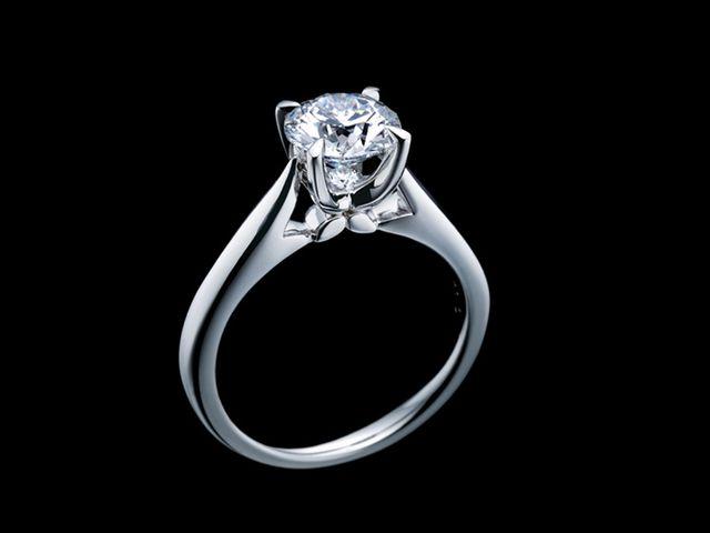 婚約指輪は上から見た時のシルエット抜群!_672