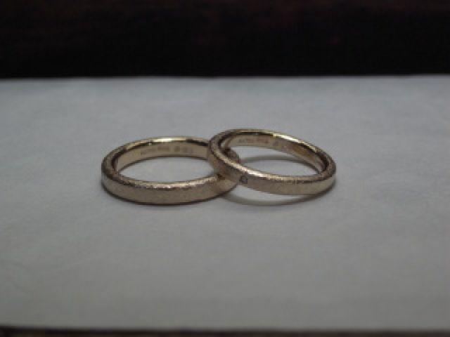2人だけのオリジナルの指輪ができました。 ありがとうございました。