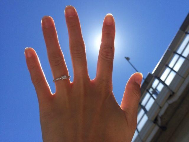 【オレッキオ 表参道店】指輪選びの決めてはエメラルドカットダイヤ/ サプライズプロポーズ
