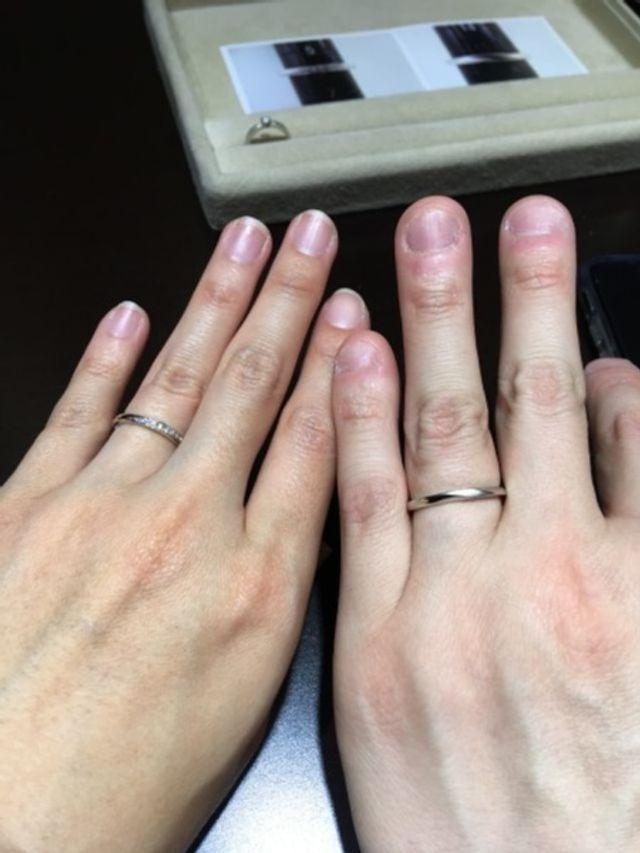 指輪をはめる時にするっと入り、それでいてピッタリなので指に馴染みます!