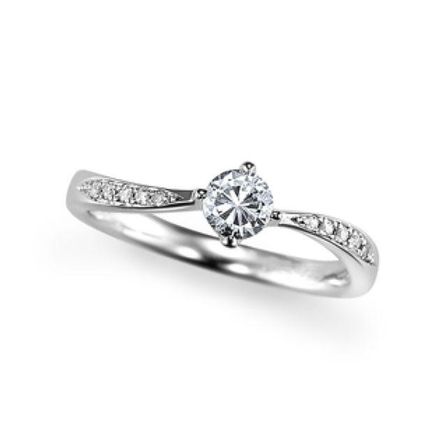 優美に煌く婚約指輪