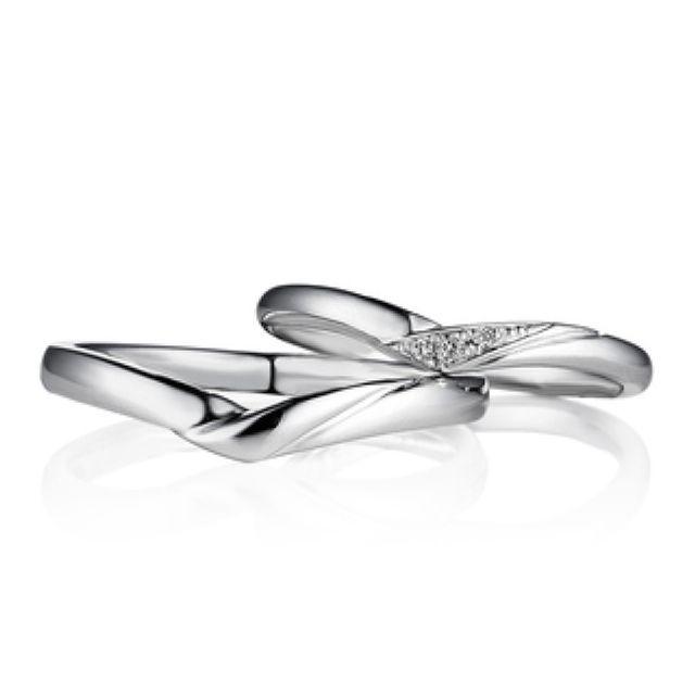 優しく包み込むような…♡V字の結婚指輪