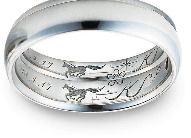 躍動感溢れる馬を刻んだ世界に一つの結婚指輪
