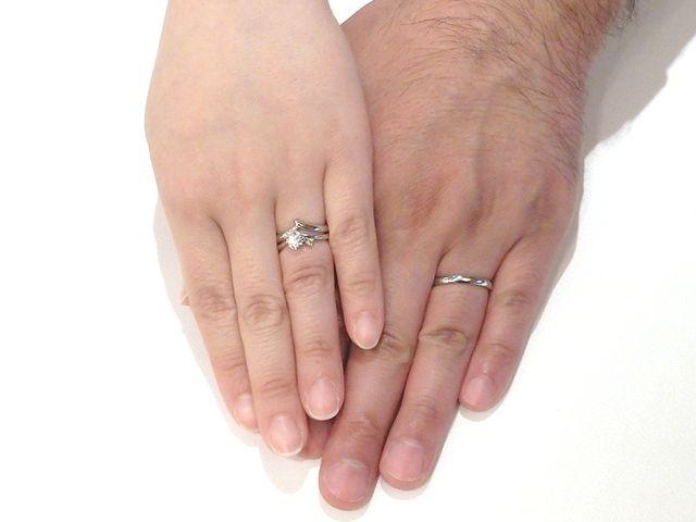 誕生石をアレンジした婚約指輪、それに合わせた結婚指輪